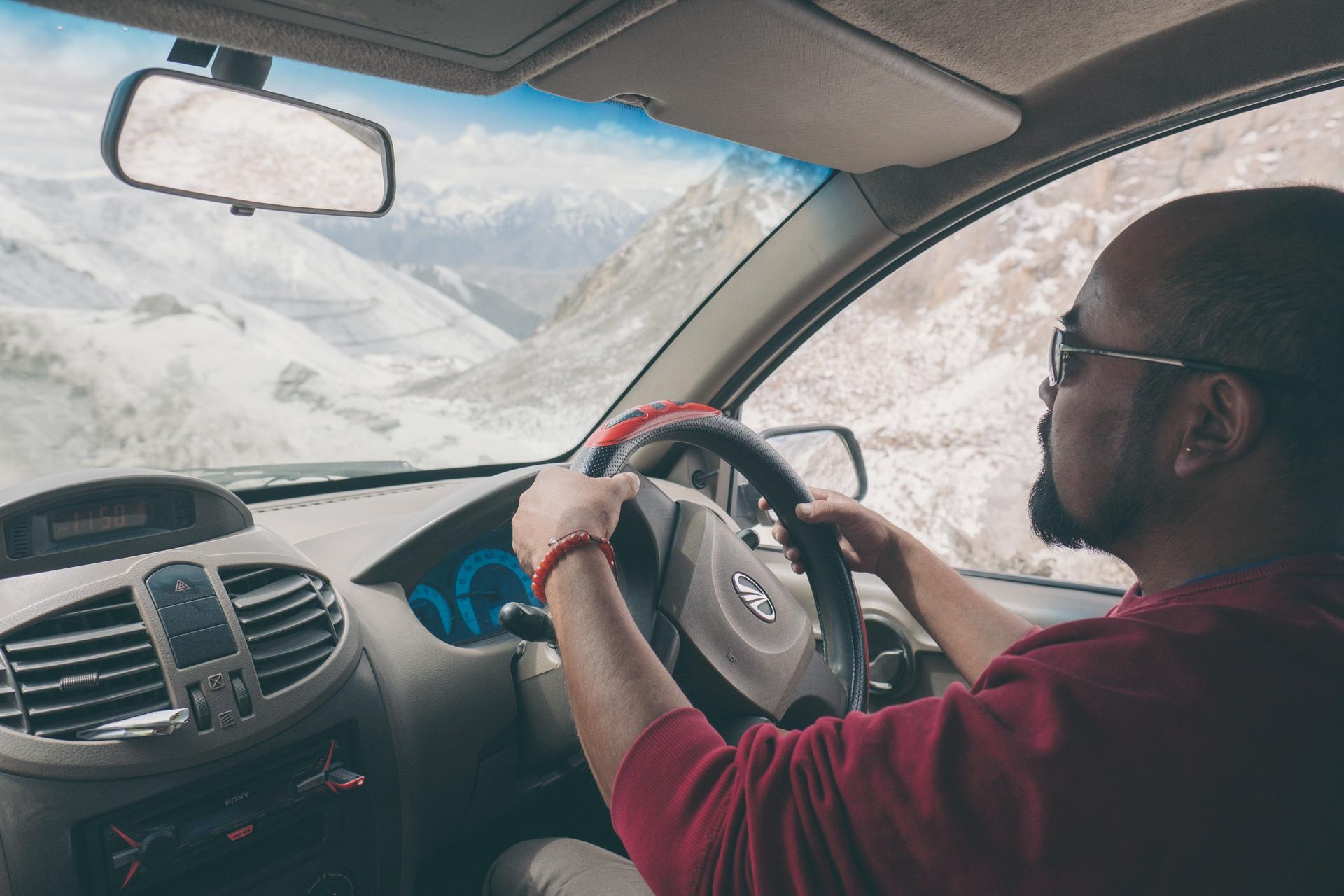 Tashi aan het stuur.